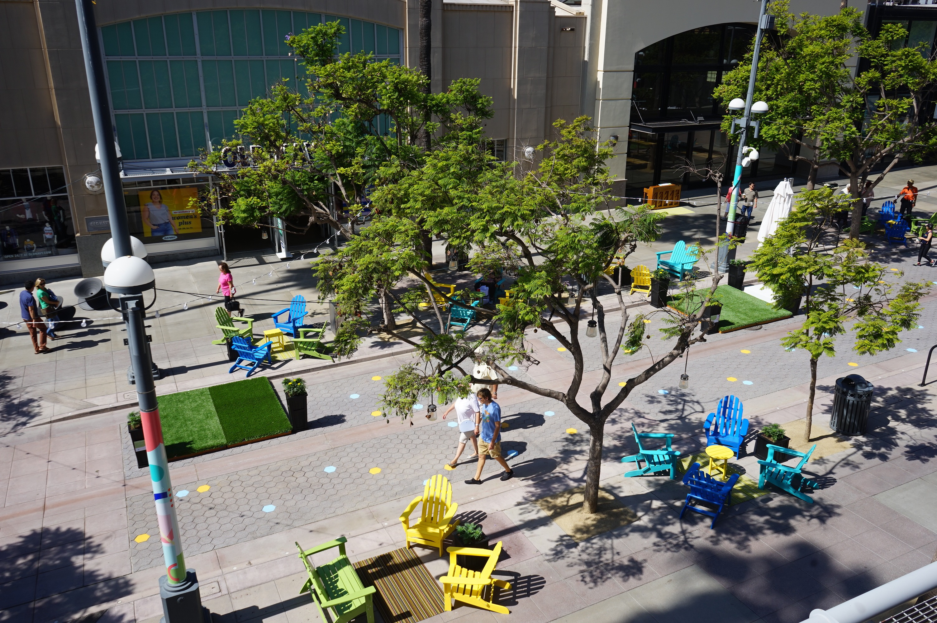 Third Street Promenade >> Santa Monica Centric One Of These Is Not Like The Others North