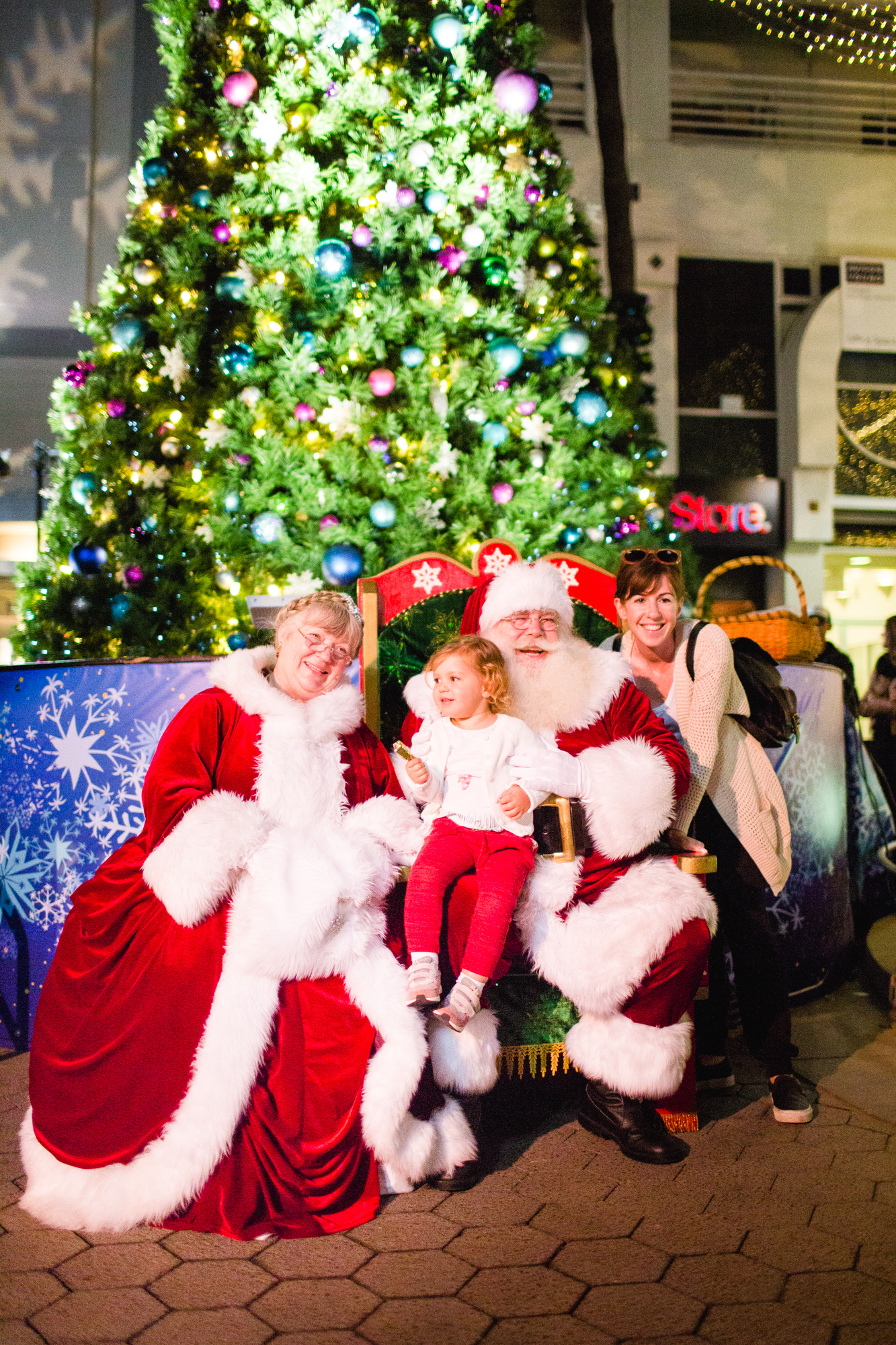 downtown santa monica is your home for the holidays with a full slate of winter festivities including the return of everyones favorite outdoor ice skating - Santa Tree